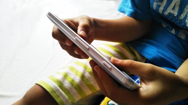 小学生の孫が毎日スマホばかり!対処のおすすめ方法と理由